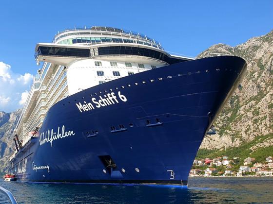 Mein Schiff 6 in der Bucht von Kotor