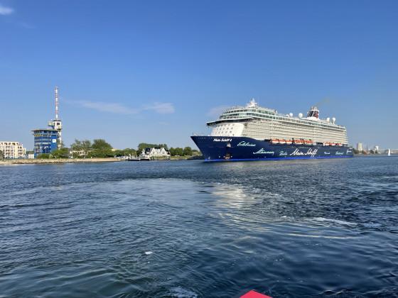 Mein Schiff 4 auslaufen aus Warnemünde am4.6.21