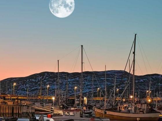 Norwegen: vom Mond bewacht